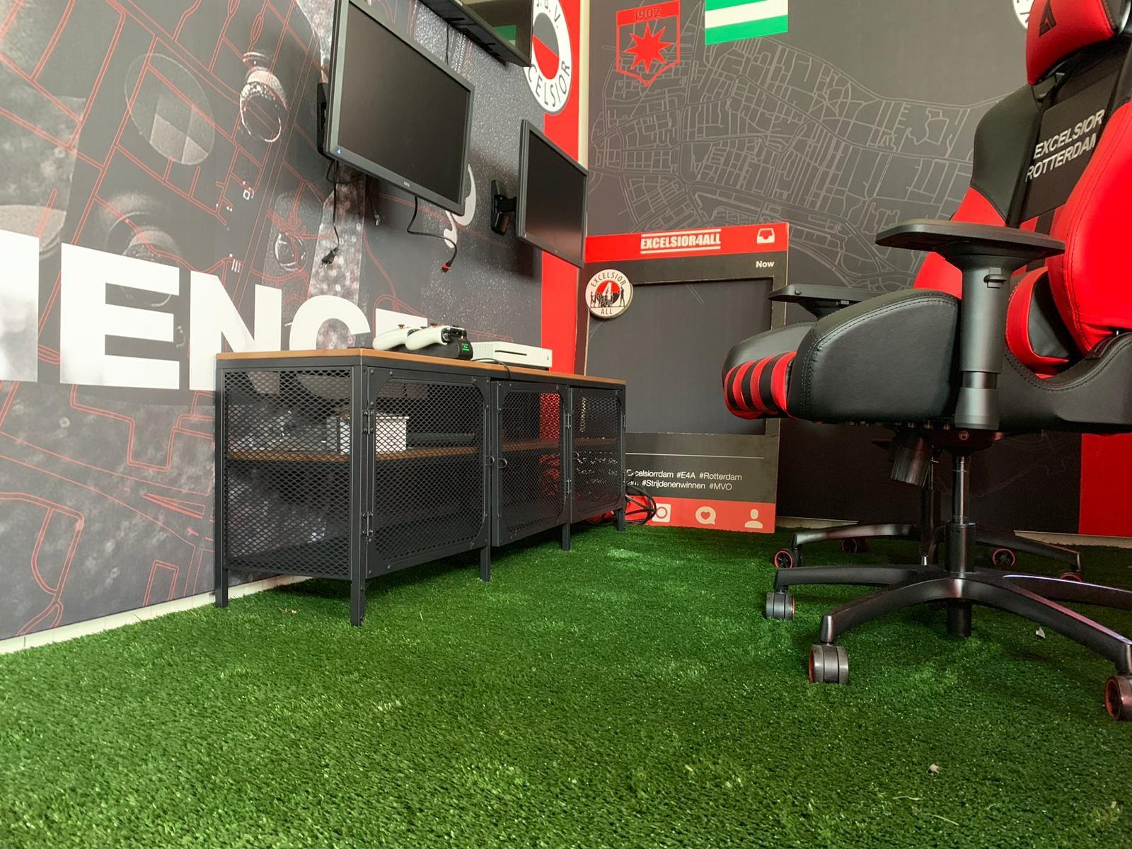 NonFill kunstgrasveld in E-sportscontainer bij Excelsior Rotterdam